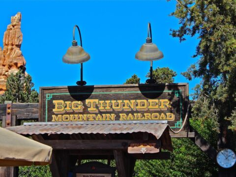 Thunder Mountain Railroad sign at front of ride