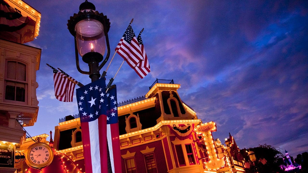 Get Your 4th Day FREE at the Disneyland Resort!