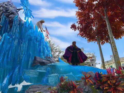 Anna and Olaf at Frozen attraction