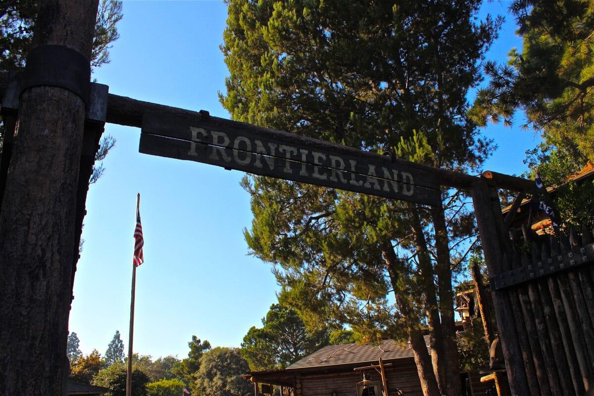 Disneyland To Refurbish Frontierland Entrance