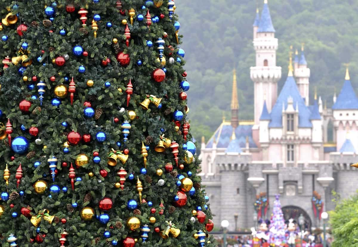 When Does Disneyland Decorate For Christmas