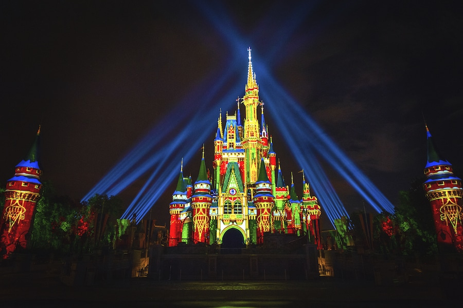 Happy Holidays Arrive at Walt Disney World Nov. 6th