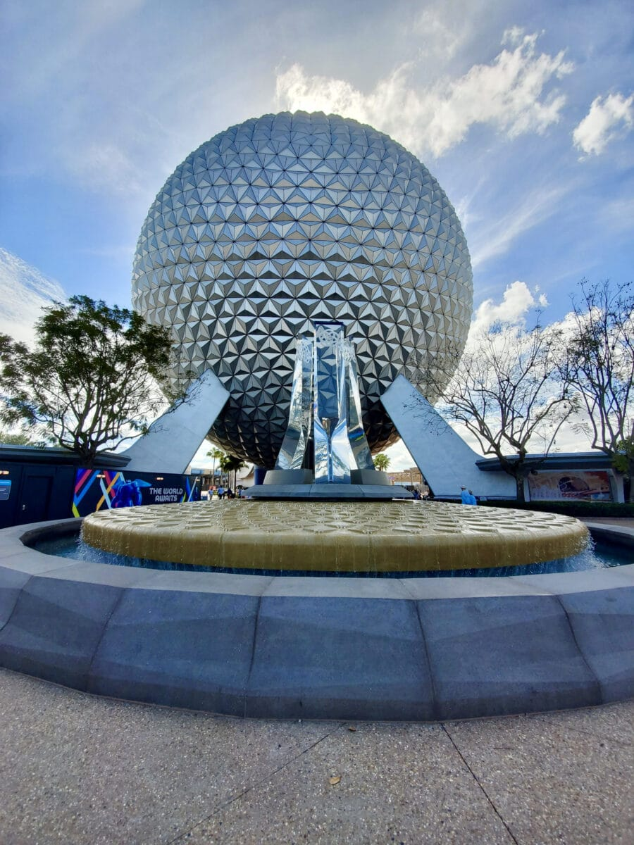 Spaceship Earth with water fountain