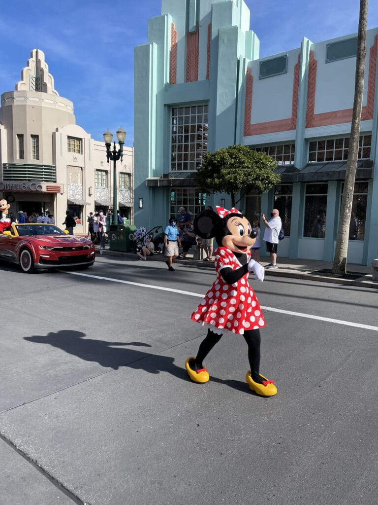 Minnie Mouse walking down Hollywood Bvld
