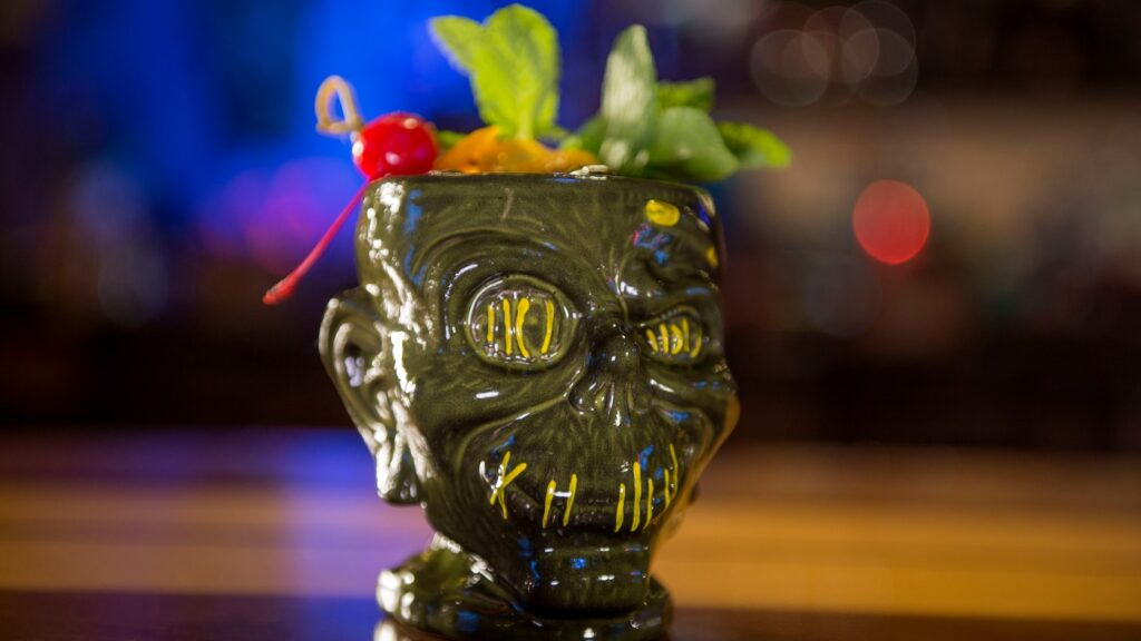 Grog bar mug with fruit