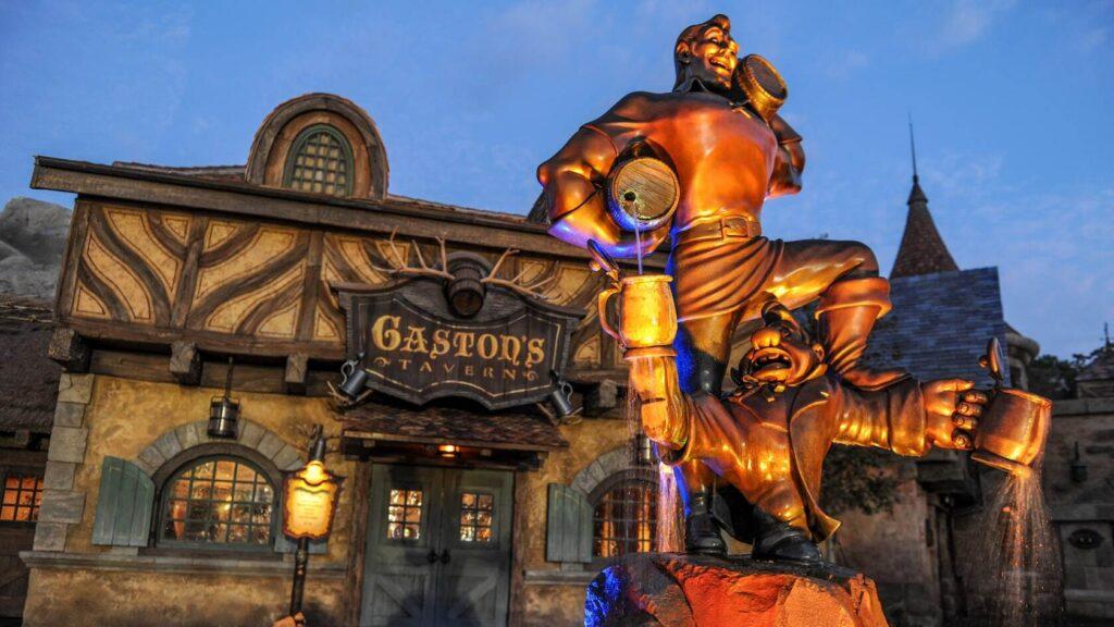 Gaston statue at night