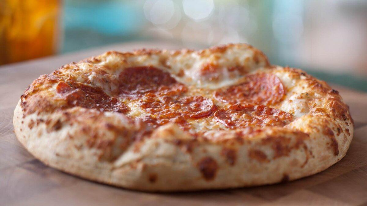 Small pepperoni pizza