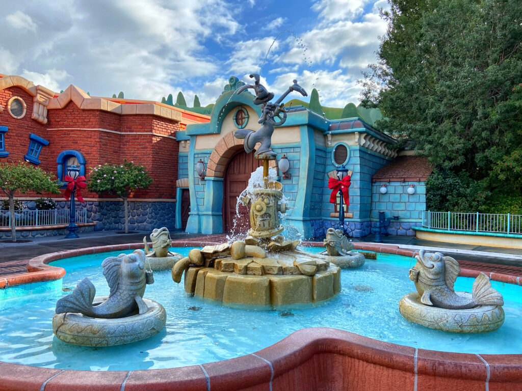 Statue of Roger Rabbit with water fountain