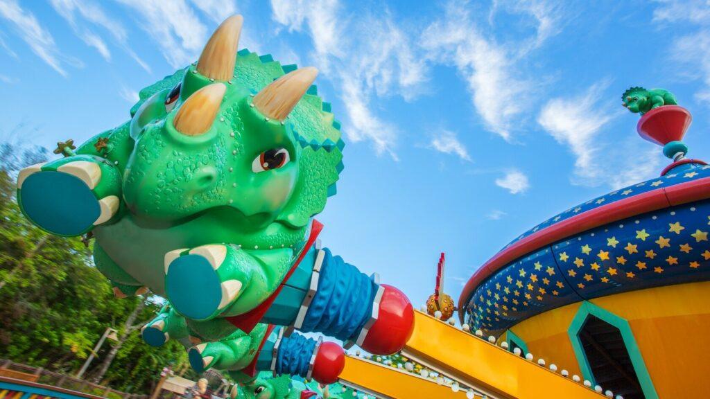 Triceratop spinning ride