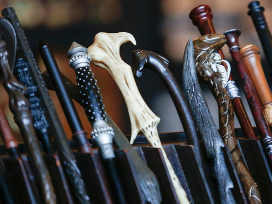Wand handles on a stand