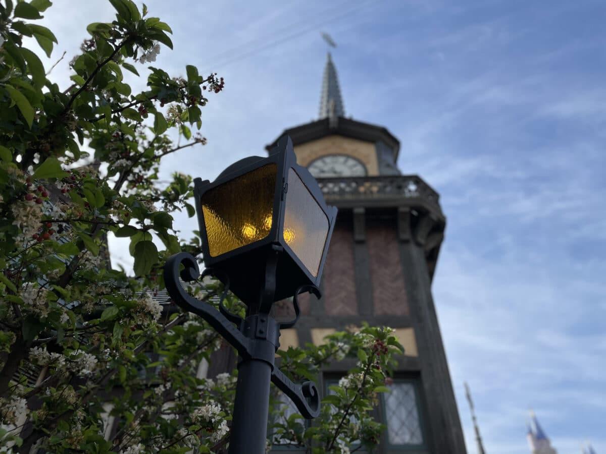 Lamp post with weathervane