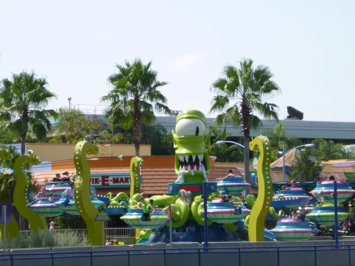 Green monster with tentacles attraction