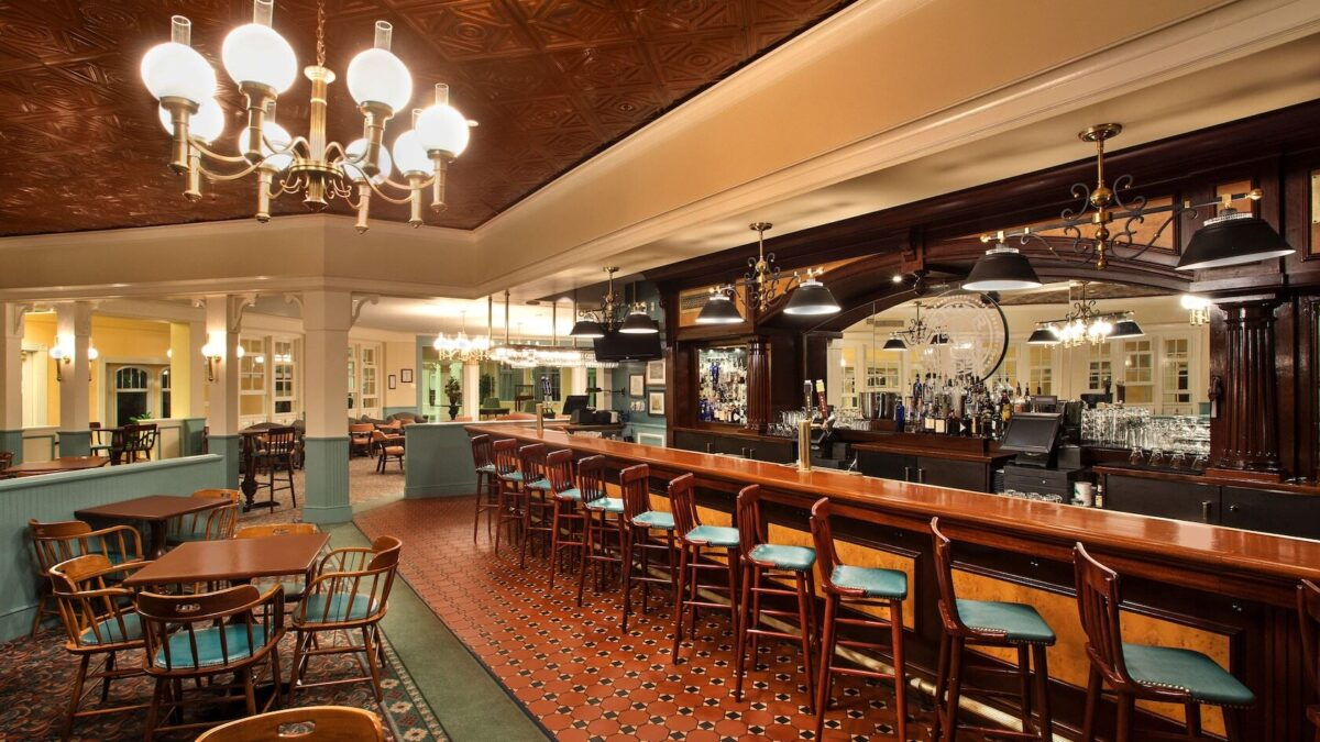 Lounge with bar and tables