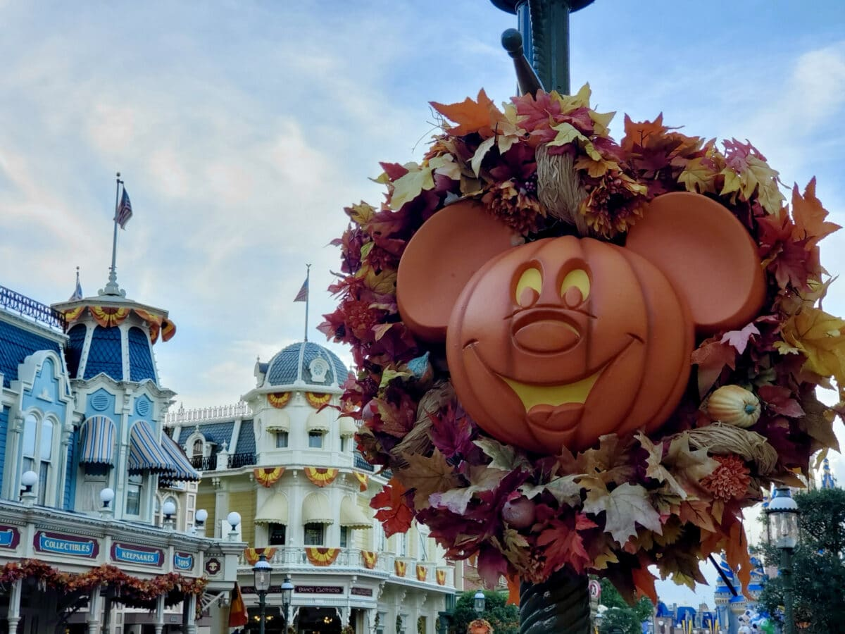 Mickey Pumpkin head on pole