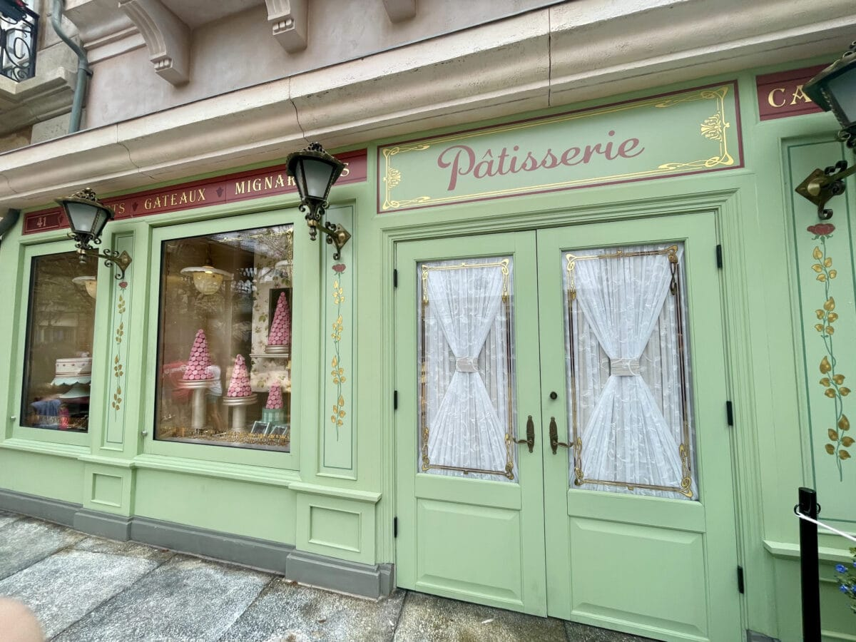 French shop with windows