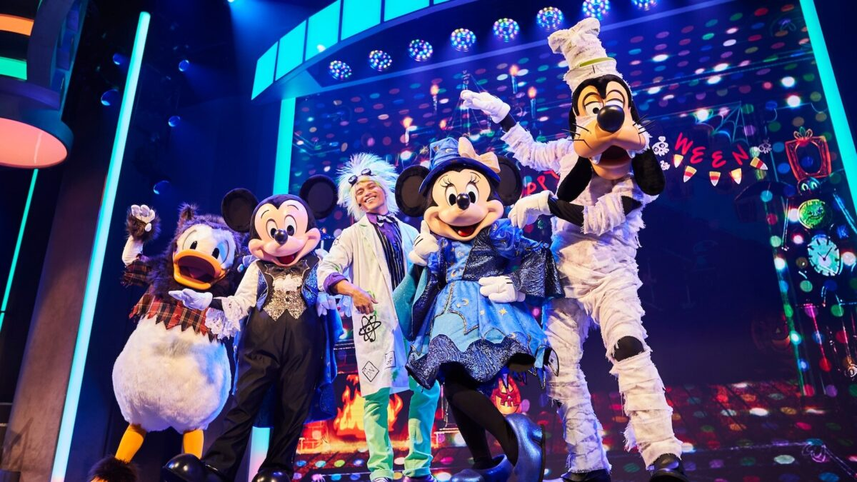 Mickey, Minnie, Goofy and Donald in Halloween Costumes